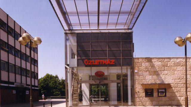 Tatabánya bank és üzletház