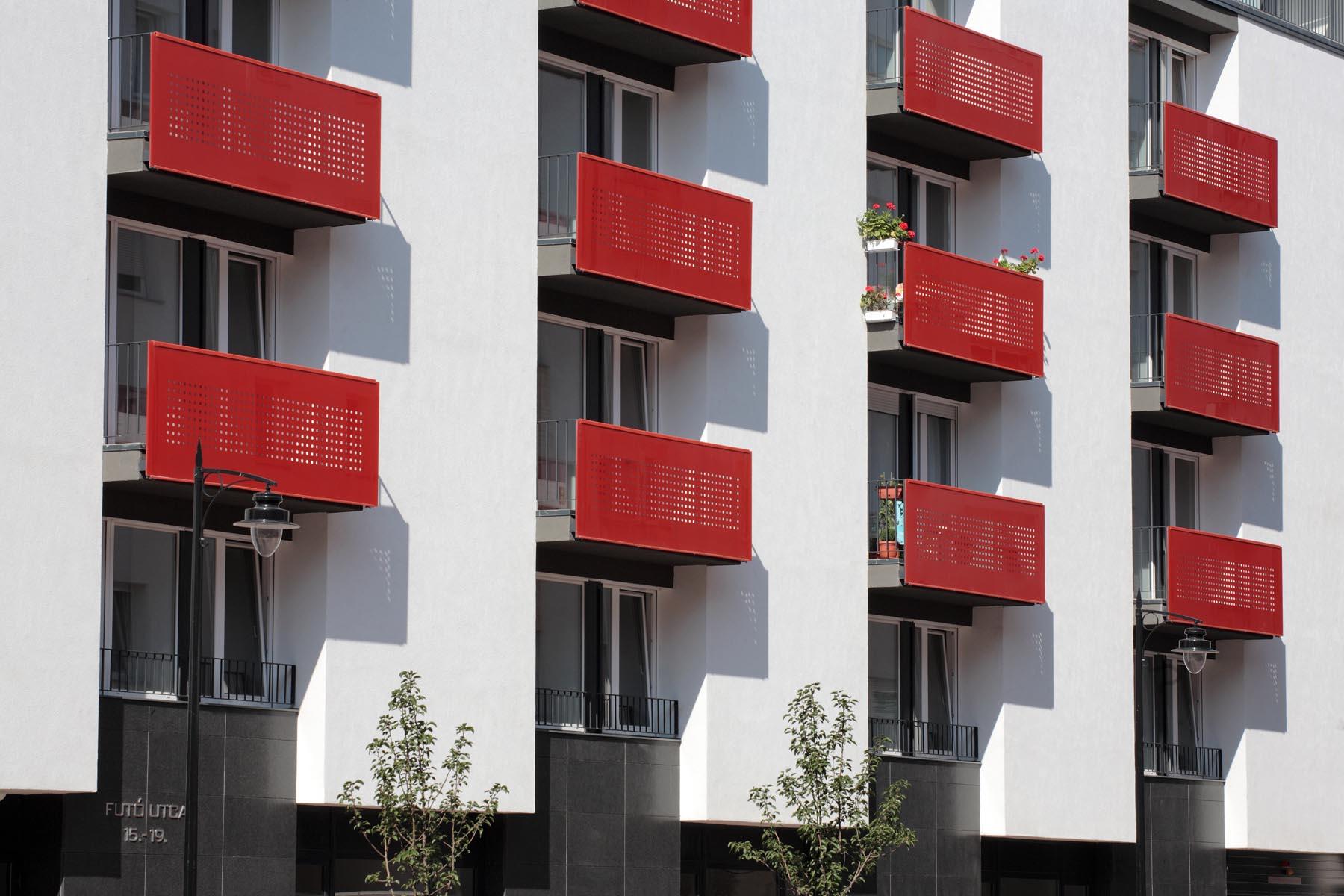 Residential Building In Fut 211 Utca Hajnal 201 P 237 T 233 Szeti Iroda