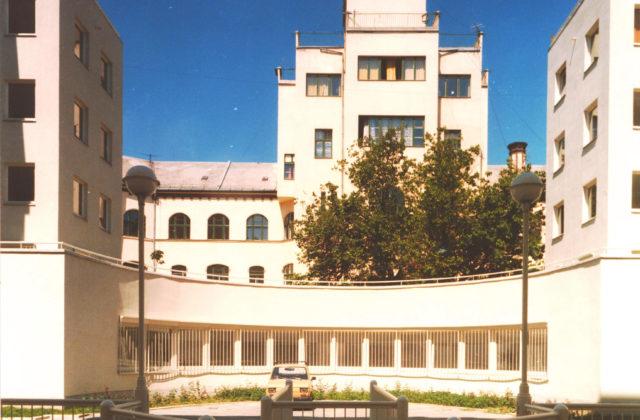 RESIDENTIAL BUILDING IN PETREZSELYEM UTCA